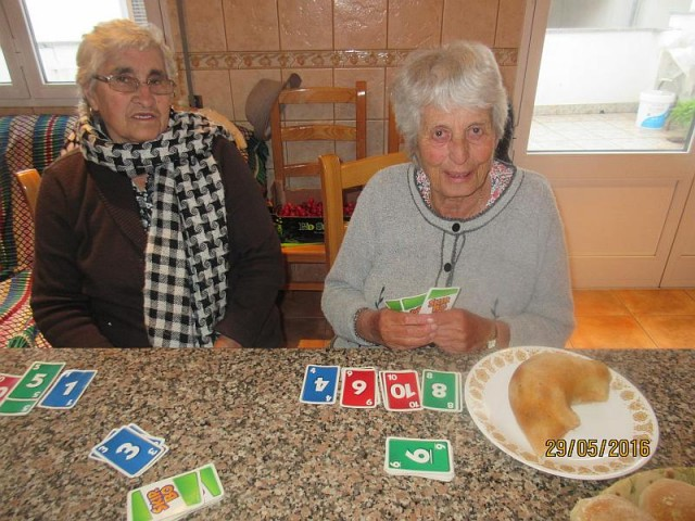 Ceu's mom and my Mum enjoying a game of Skip Bo